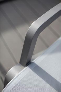 https://www.piscines-hydrosud.fr/medias_produits/imgs/accoudoir-fauteuil-lounge-sunset.jpg