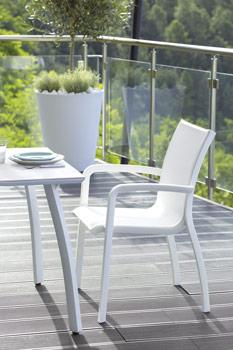 http://www.piscines-hydrosud.fr/medias_produits/imgs/ensemble-table-et-fauteuil-sunset.jpg