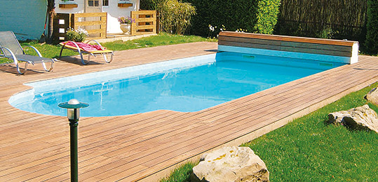 http://www.piscines-hydrosud.fr/medias_produits/imgs/exemple-piscine-coque-polyester-scala-dolce.jpg