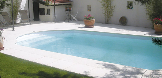 http://www.piscines-hydrosud.fr/medias_produits/imgs/exemple-piscine-coque-polyester-scala-mini.jpg