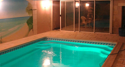 http://www.piscines-hydrosud.fr/medias_produits/imgs/exemple-piscine-interieur-coque-polyester-recta.jpg