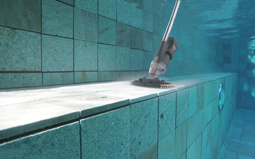 https://www.piscines-hydrosud.fr/medias_produits/imgs/nettoyeur-vektro-junior-sous-eau.jpg