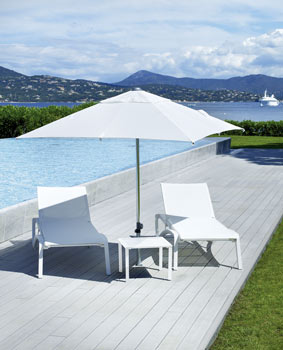 http://www.piscines-hydrosud.fr/medias_produits/imgs/parasol-et-table-basse-du-set-sunset.jpg