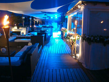 http://www.piscines-hydrosud.fr/medias_produits/imgs/voile-d-ombrage-easy-sail-carree-ambiance-de-nuit.jpg