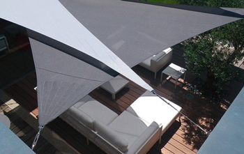 http://www.piscines-hydrosud.fr/medias_produits/imgs/voile-d-ombrage-easy-sail-triangle-coloris-blanc-gris.jpg
