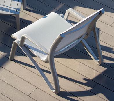 http://www.piscines-hydrosud.fr/medias_produits/imgs/vue-arriere-fauteuil-lounge-sunset.jpg